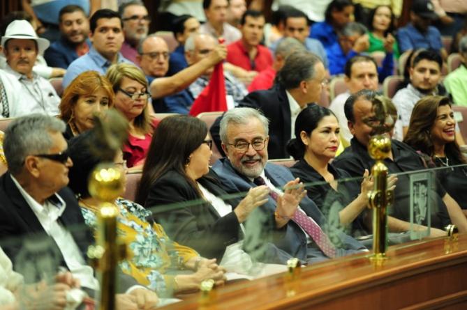 La burbuja de Rocha | En política ya no existen 'padrinos' ni 'mano negra', dice el Senador