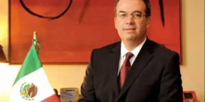 Economía mexicana próxima a desacelerar y entrar a etapa de estancamiento: gobernador del Banxico