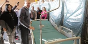 Entrega Quirino 180 camas para hospitales de Sinaloa
