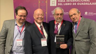"""Rector presenta libro """"Autonomías bajo acecho"""" en la FIL Guadalajara"""