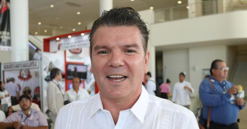 Óscar Pérez Barros quiere traer vuelos directos de Europa a Sinaloa