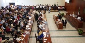 Exhibe diputado aumento de sueldos en mandos de la ASE
