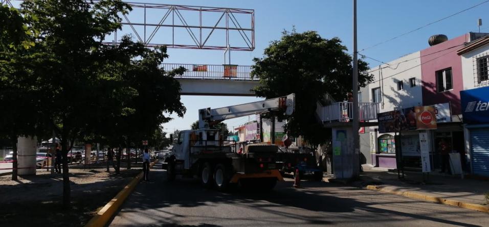 Cerrarán bulevar   Inicia Ayuntamiento el retiro de puentes 'antipeatonales'