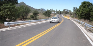 Quirino entrega carretera Higuera de Los Monzón-Batequitas, Badiraguato