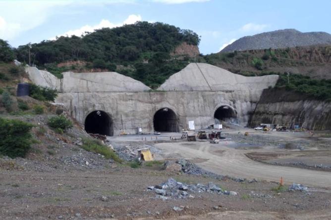 Presa Santa María   Constructora ICA se embolsa 300 mil pesos diarios sin mover una sola máquina