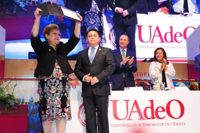 Sylvia Paz Díaz rinde protesta como rectora de UAdeO para un nuevo periodo