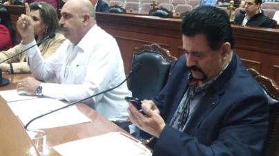 Revienta PT en el Congreso   Líder parlamentario acusa a ex compañero de no querer trabajar