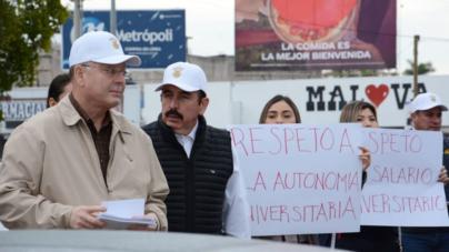 Con todo y Rector   Trabajadores de la UAS se manifiestan en las calles ante la falta de pago
