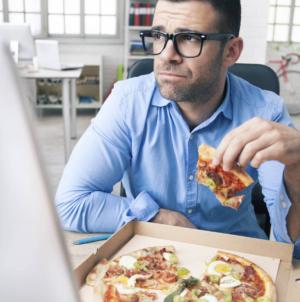 ¿Depresión tonta?   'No llenes tus vacíos con comida' dice experto de la UAS