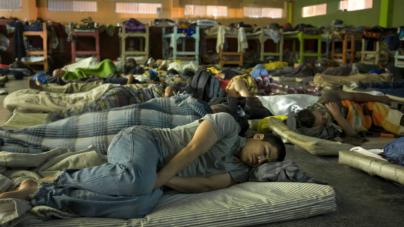 Hacinados, migrantes en albergues enfrentan crisis por coronavirus