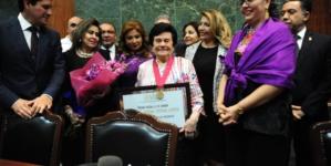 "Entrega 63 Legislatura el Premio ""Dra. Norma Corona Sapien"" a Meché Murillo"