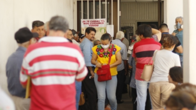 Se aglomeran adultos mayores en Culiacán para recibir apoyos del Bienestar