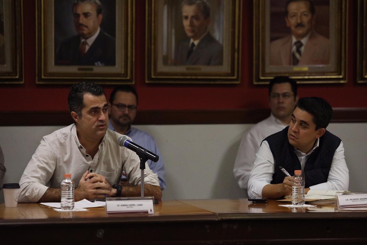 Adrián Coppel Calvo junto al titular de la Sedesol, Ricardo Madrid, durante una sesión del Consejo Estatal de Salud Pública. FOTO: Gobierno de Sinaloa.