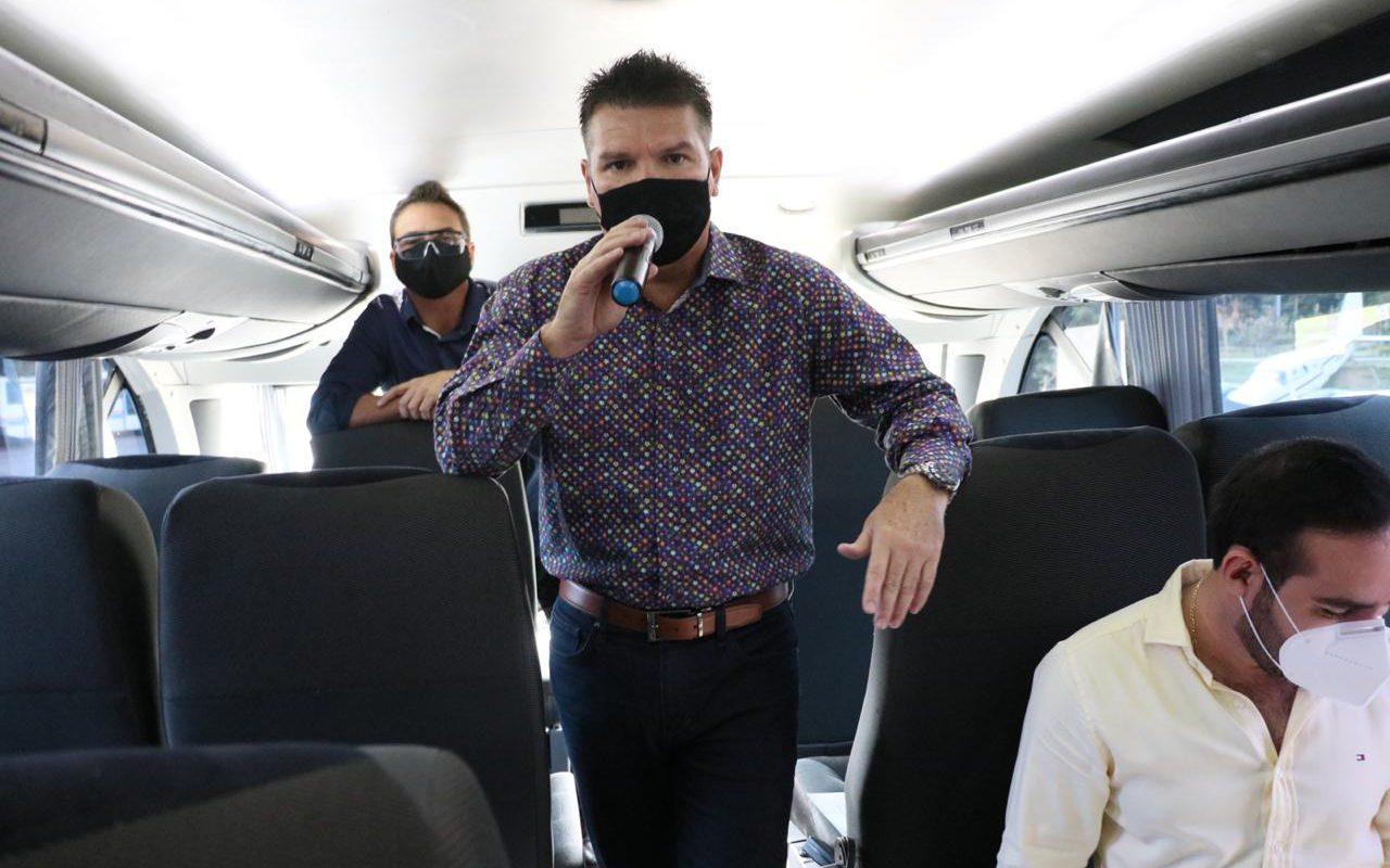 El Secretario de Turismo Óscar Pérez Barros, durante el anuncio de reactivación del programa 'Viajando Puro Sinaloa'.