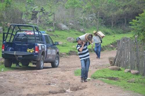 Debido a la violencia provocada por grupos del  crimen organizado, pobladores de la sierra del municipio de Concordia, Sinaloa, colindante con el estado de Durango, han huido a la cabecera o al puerto de Mazatlán. FOTO: La Jornada.