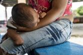 Llliana, con sus bebé que nació el pasado 19 de julio en Tapachula, México. Foto: Duilio Rodríguez